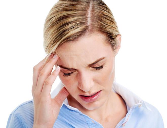 Đau nửa đầu bên phải phía trước gần tai là bệnh gì